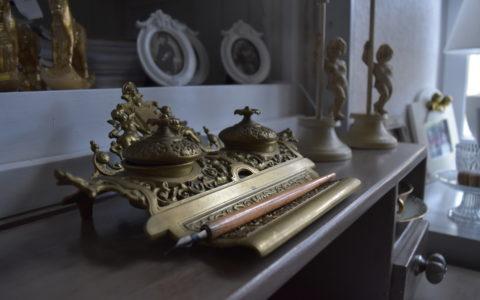 Décoration vintage sur petit bureau